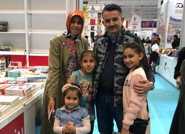 Bakan Pakdemirli Ankara Kitap Fuarını Ziyaret Etti