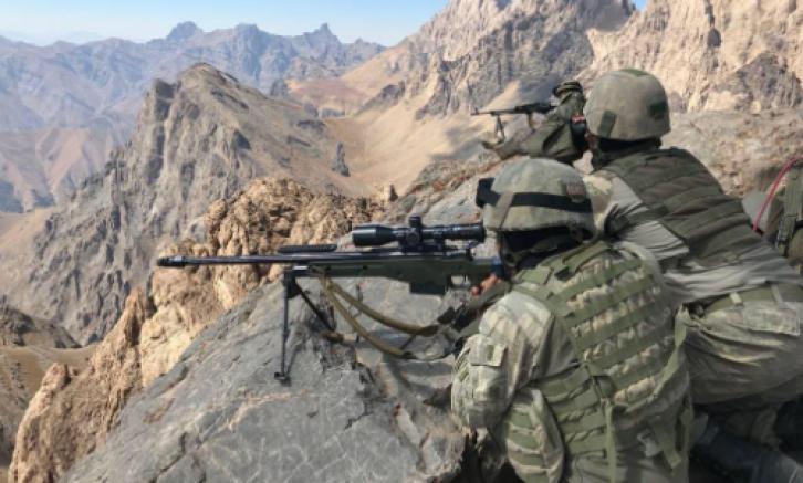 Çukurca Bölgesi'nde 3 PKK'lı Terörist Etkisiz Hale Getirildi