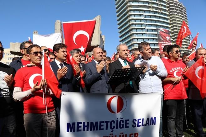 """""""Cumhuriyete ve Bayrağımıza Sahip Çıkıyoruz"""""""