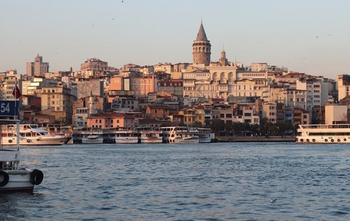 İstanbul Sallanmaya Devam Ediyor