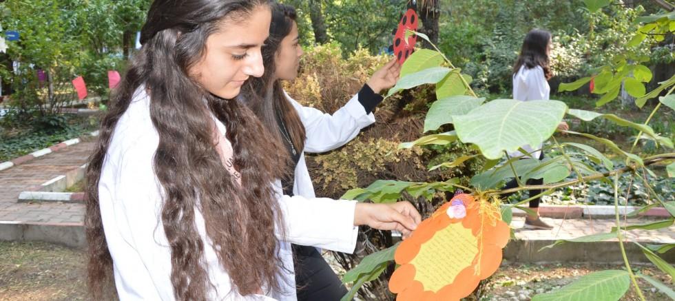 Manisalı Öğrenciler Şiiri Bahçeyle Bütünleştirdi