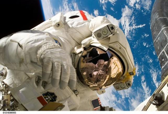 NASA'dan Unisex Uzay Giysisi
