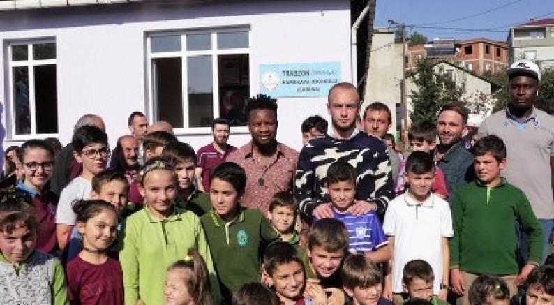 Trabzonspor Oyuncuları Kütüphane Açılışına Katıldı